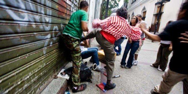 cadena-capriles-agresion-3