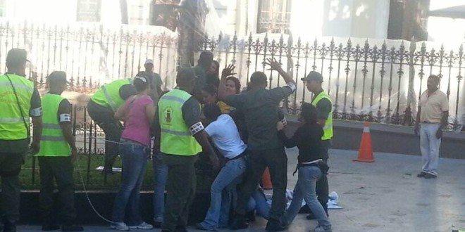 Mujeres_detenidas_frente_AN