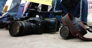 Detienen_periodistas