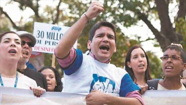 AMarcos_Ruiz_protesta
