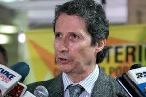 Carlos-Rosales-presidente-de-la-Asociacion-de-clinicas-y-hospitales-de-Venezuela-800x533