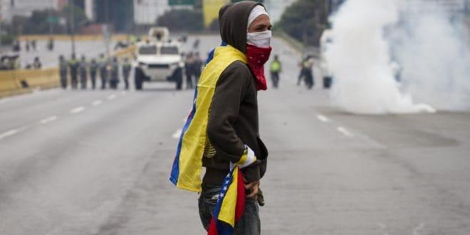 Gobernadores de Táchira y Yaracuy criminalizan la protesta pacífica