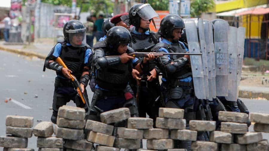Resultado de imagen para Fotos del allanamiento a tres medios de comunicación y nueve ONG locales en Nicaragua,