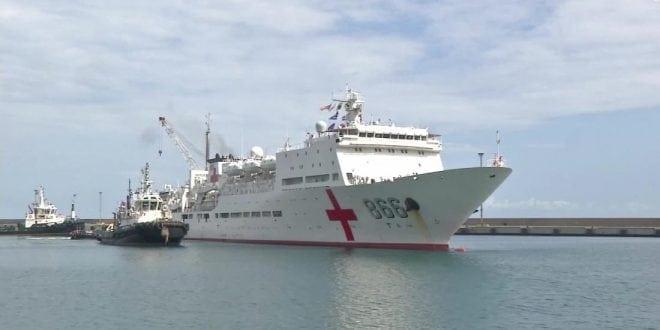Periodista fue detenido mientras entrevistaba pacientes del buque chino