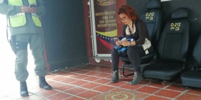 Detienen a periodista mientras hacía cobertura en la frontera