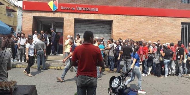 Policías persiguen a periodista del diario El Tiempo