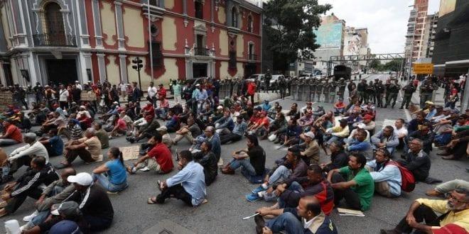 Equipo de La Patilla fue hostigado por civiles armados durante una protesta