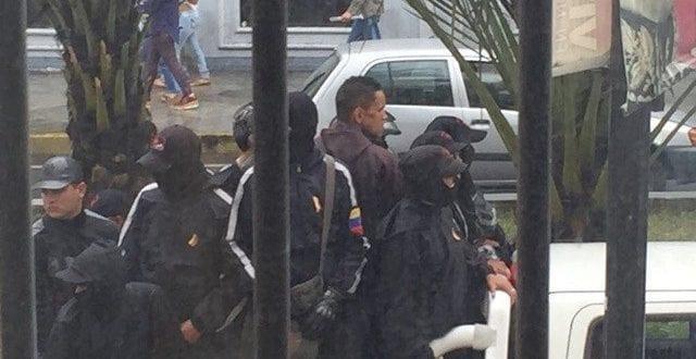 Simpatizante de Nicolás Maduro ataca a periodista en la AN